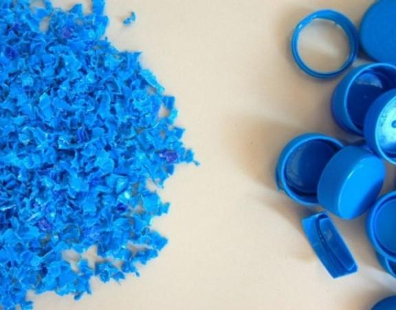 designers-utilizam-lixo-plastico-oceanos-confeccionar-casinhas-animais-rua-impressora-3d