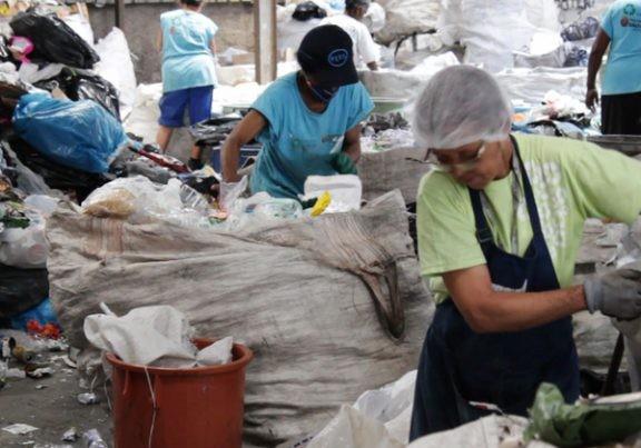 Catadores expostos à excesso de fundos em lixo reciclável