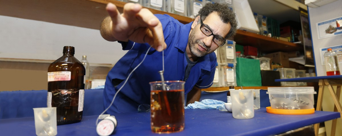 Projeto da USP ensina ciências com material de baixo custo