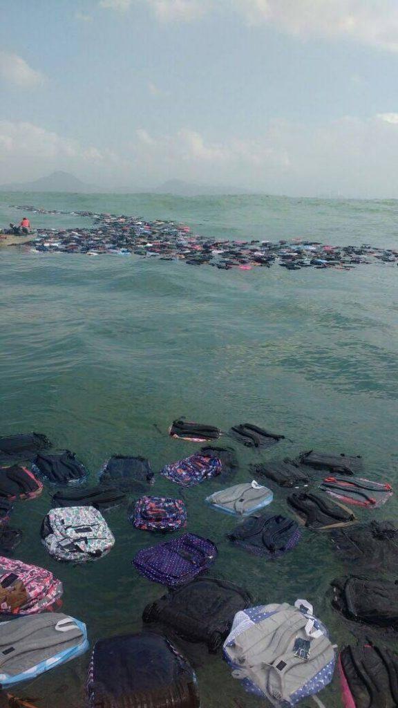 Contêineres caem no mar e lixo se espalha pela costa de São Paulo