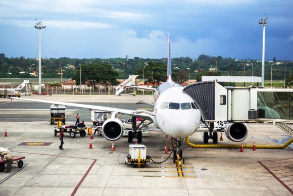 Pesquisas estudam ampliar o percentual de bioquerosene de aviação no abastecimento de aeronaves