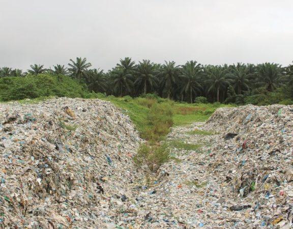 Cidade da Malásia se torna depósito de lixo do mundo