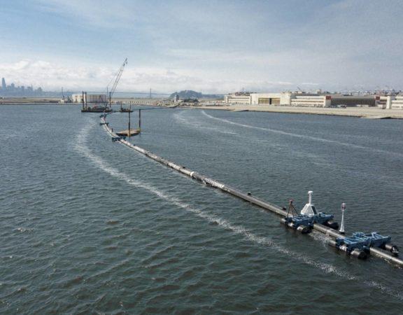 O projeto da fundação holandesa The Ocean Cleanup, financiado com 20 milhões de dólares, entra em sua fase operacional