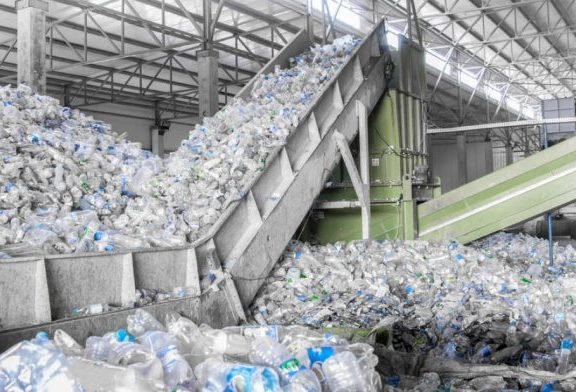 97% das garrafas plásticas da Noruega são recicladas por causa do programa ambiental do país
