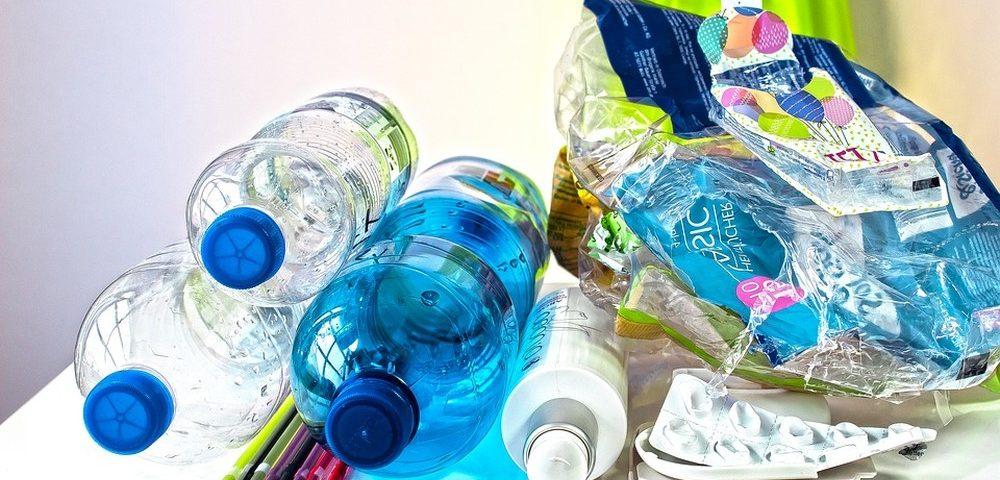 Em guerra contra o plástico, França resgata devolução de garrafas
